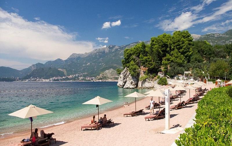 montenegro beach 900x444 69a - Переваги відпочинку в Чорногорії