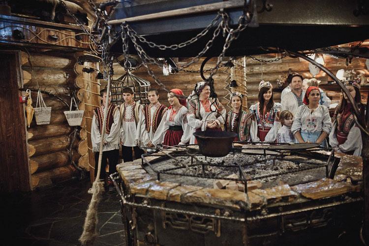 15426185745bf27dcec8d94 - Отдых в Карпатах: зима, Пилипец и забава на конец