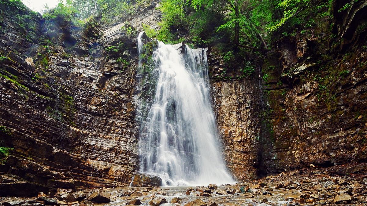Manyva vodospad 04 Int - Гуцульські пригоди
