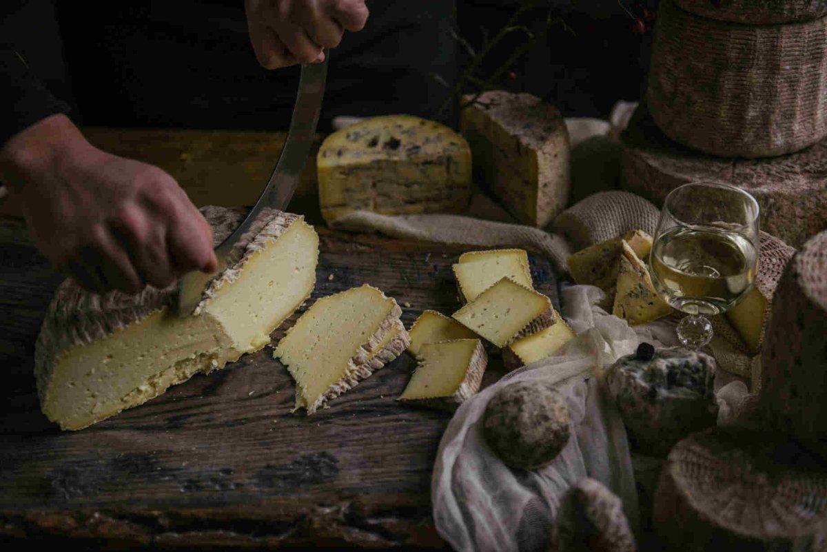 16079432945fd7447e58652 1200x1200 1 - З гарбузового раю у городок + вино і сир