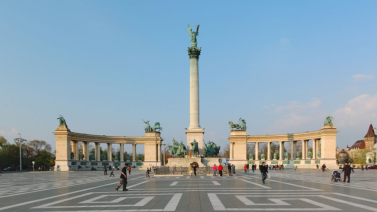 1200px Heroes Square Budapest 2010 01 - Будапешт з Луцька
