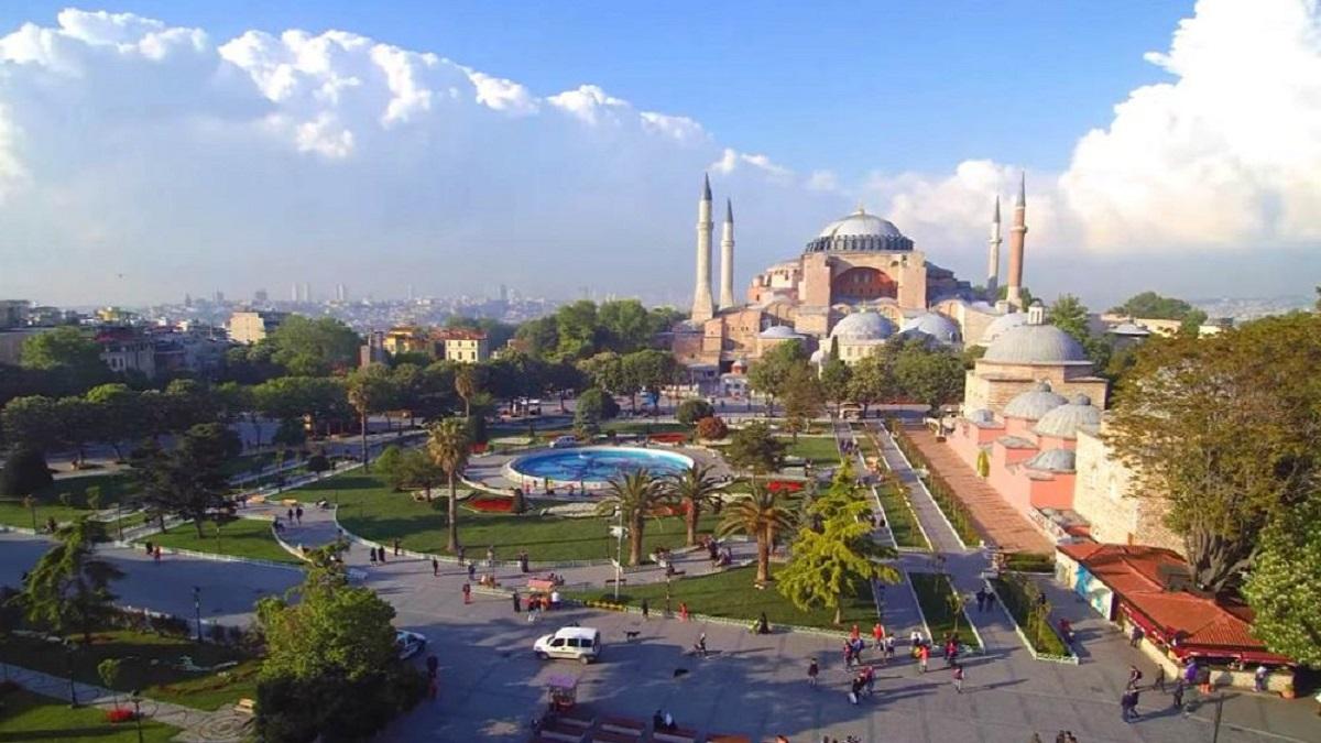 sultanahmet square istanbul 1 - Тур в Стамбул з Луцька ♥